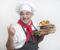 Uśmiechnięty kucharz z matza Zdjęcie Royalty Free