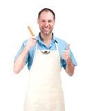 Uśmiechnięty mężczyzna kucharstwo w fartuchu odizolowywającym na białym tle obraz stock