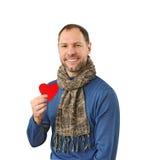Uśmiechnięty mężczyzna trzyma czerwonego serce na jego ręce zdjęcia royalty free