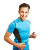 Uśmiechnięty mężczyzna w sportów odziewać Zdjęcia Royalty Free