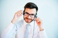 Uśmiechnięty męski centrum telefoniczne operator Zdjęcia Royalty Free