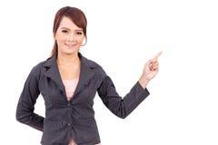 Uśmiechnięty młody biznesowej kobiety ręki punkt Obraz Stock