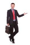 Uśmiechnięty młody biznesowy mężczyzna patrzeje kamerę Fotografia Royalty Free