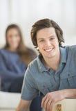 Uśmiechnięty młody człowiek W Domu fotografia royalty free