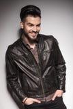 Uśmiechnięty moda mężczyzna patrzeje w dół Obraz Royalty Free