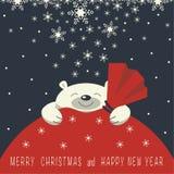 Uśmiechnięty niedźwiedź polarny jest na czerwonej prezent torbie Fotografia Stock