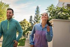 Uśmiechnięty pary ćwiczenie wpólnie z bliska Obraz Stock