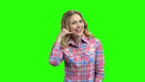 U?miechni?ty pi?kny kobieta seansu wezwanie ja gest zbiory wideo