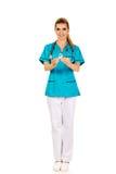 Uśmiechnięty pielęgniarki mienia menchii nowotworu piersi świadomości faborek Zdjęcie Stock