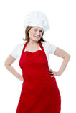 Uśmiechnięty starszy kobieta szef kuchni, odizolowywający nad bielem Fotografia Royalty Free