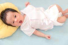 Uśmiechu Nowonarodzony dziecko fotografia stock