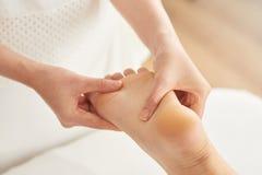 Uśmierzać cieki masaż zdjęcia royalty free