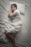 Uśpiony w łóżku fotografia stock