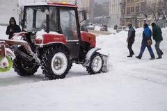 Użyteczności usługa rozjaśnia śnieg zdjęcie royalty free