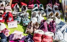 Używać dziewczyny dziecka, dziecka buty dla dobroczynności i, Obraz Stock
