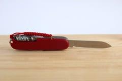 Używać kieszeniowy nóż Obrazy Stock