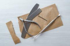 Używać Kraft torby dla sterylizacyjnych manicure narzędzi obrazy royalty free