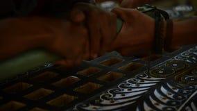 Używać mechanika zobaczył robić podstawowym kształtom drewniana deska zbiory wideo