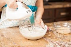 Używać melanżer w kuchni zdjęcie stock