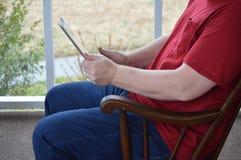 Używać pastylkę w kołysa krześle 5 zdjęcia stock