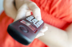 Używać przenośnego telefonicznego handset Obrazy Royalty Free