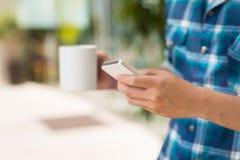Używać smartphone obraz royalty free