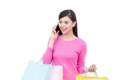 Używać telefon komórkowy piękna młoda kobieta Obraz Stock