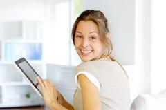 Używać touchpad rozochocona kobieta fotografia royalty free