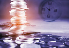 Używa czas i pieniądze dla lekarstwa pojęcia Zdjęcia Stock
