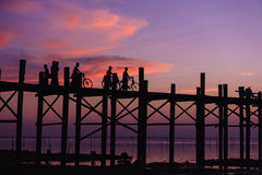 U在日落Amarapura,曼德勒,缅甸的bein桥梁。 库存图片