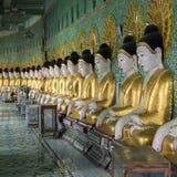 U极小的Thonze Buddhas - Sagaing -缅甸 库存照片