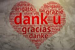 U úmido holandês, coração deu forma a agradecimentos da nuvem da palavra, fundo do Grunge Fotos de Stock Royalty Free