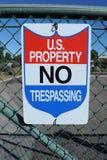 U Свойство s отсутствие Trespassing знака стоковые фотографии rf