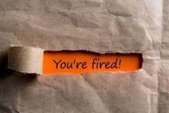 U ` aangaande In brand gestoken Concepten - breng envelop met bericht van beëindiging of ontslag aan het licht stock fotografie