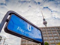 U-Bahn Alexanderplatz znak i TV górujemy w Berlin fotografia royalty free