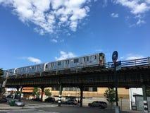 U-Bahn auf dem Bronx stockbild