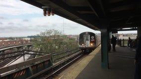 U-Bahn an Broadway-Kreuzung stock footage