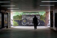 U-Bahn mit Graffiti auf den Wänden Lizenzfreie Stockfotografie