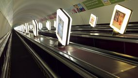 U-Bahnrolltreppe Kiews Maidan nachts stock video footage