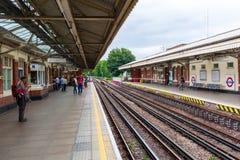 U-Bahnstation Ladbroke Grove in London, Großbritannien Lizenzfreie Stockfotografie