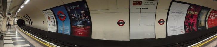 U-BAHNSTATION IN LONDON GROSSBRITANNIEN Stockfotos