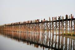 U Bein新娘在曼德勒缅甸缅甸Amarapura Taungthaman Pon 免版税库存照片