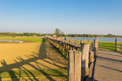U Bein柚木木材桥梁,在缅甸(Burmar)的Amarapura 免版税库存照片