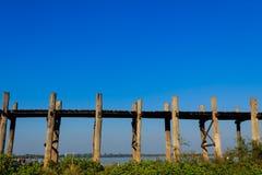 U Bein柚木木材桥梁,在缅甸(Burmar)的Amarapura 免版税图库摄影