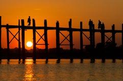 U-Bein柚木树桥梁是最长的 库存图片