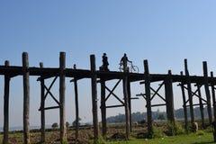 U Bein桥梁在Amarapura,曼德勒,缅甸 免版税库存图片