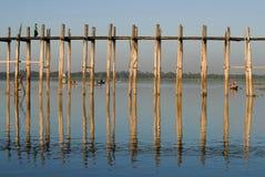 U Bein桥梁的片段在一个晴天 Amarapura,缅甸 库存照片