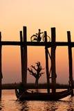 U bein Brücke bei Amarapura, Mandalay, Myanmar. Lizenzfreie Stockfotos