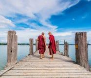 U Bein Bridge, Myanmar-Aug 26th, 2014: Myanmar monks Royalty Free Stock Photos