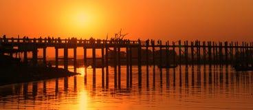 U Bein Brug bij zonsondergang, Mandalay, Myanmar Stock Foto